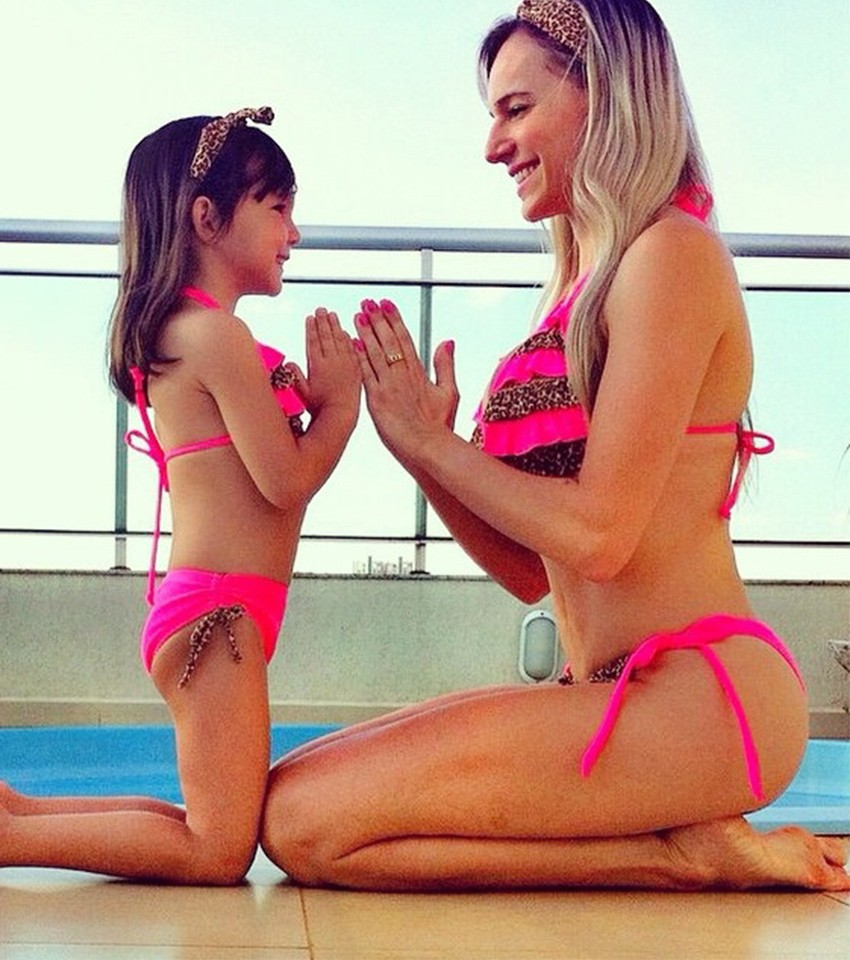biquínis mãe e filha com babados