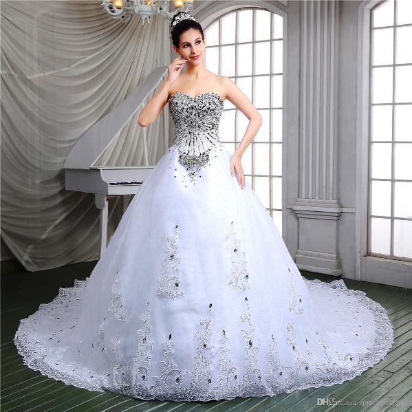 vestido com brilho com noiva